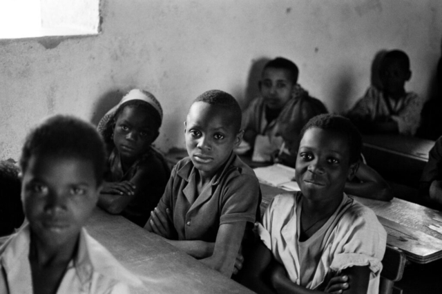 005 Alunni a scuola, Ghana, 1978