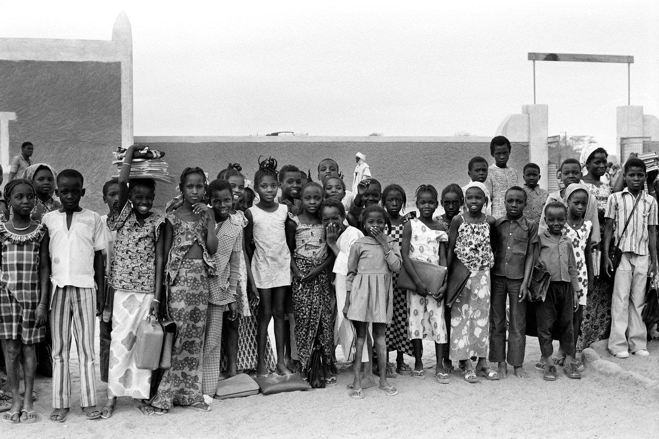 006 Fuori dalla scuola, Niger, 1978