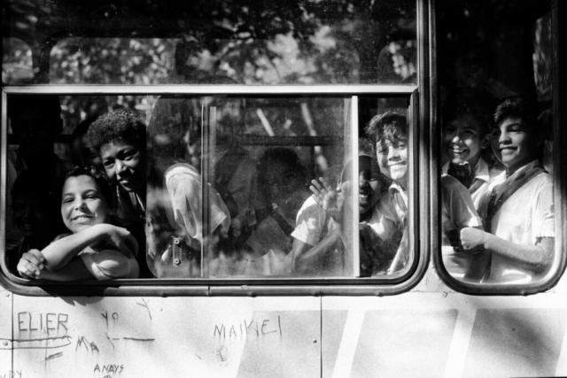 CUBA - 1 – Sorrisi dall'autobus, Cuba, 1992