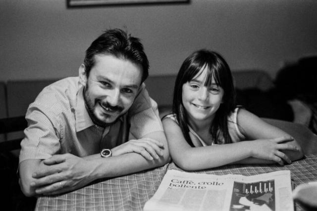 Personaggi Fermani - 2 – Lo scrittore Angelo Ferracuti con la figlia Lorenza, 2001