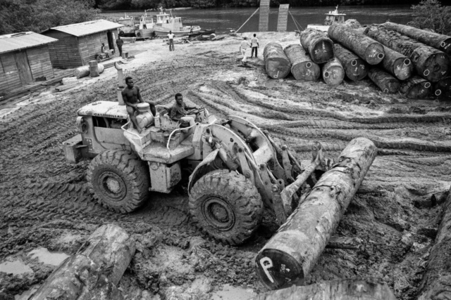 028 Trasporto del legname, Gabon, 1978