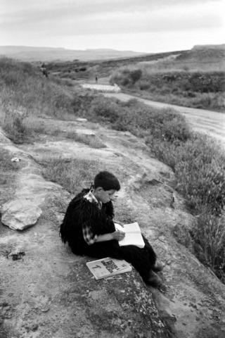 SCUOLA - 3 – Con i libri della Scuola Media Unificata, Senis, Sardegna, 1964