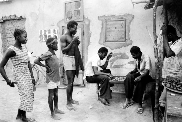 031 Gioco di dama, Alto Volta, odierno Burkina Faso, 1978