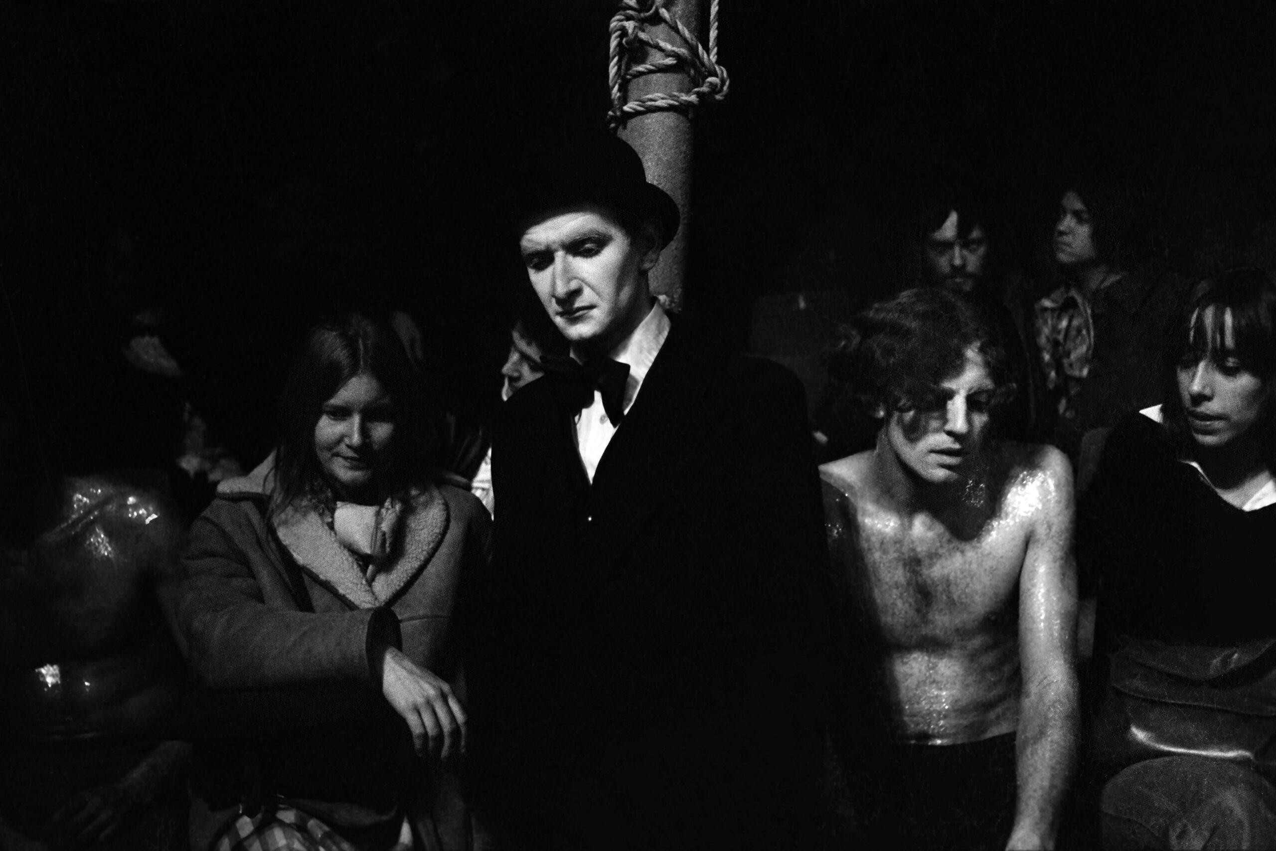 TEATRO - 4 – La troupe Le Palais des Merveilles in uno spettacolo, Parigi, inizi anni '70