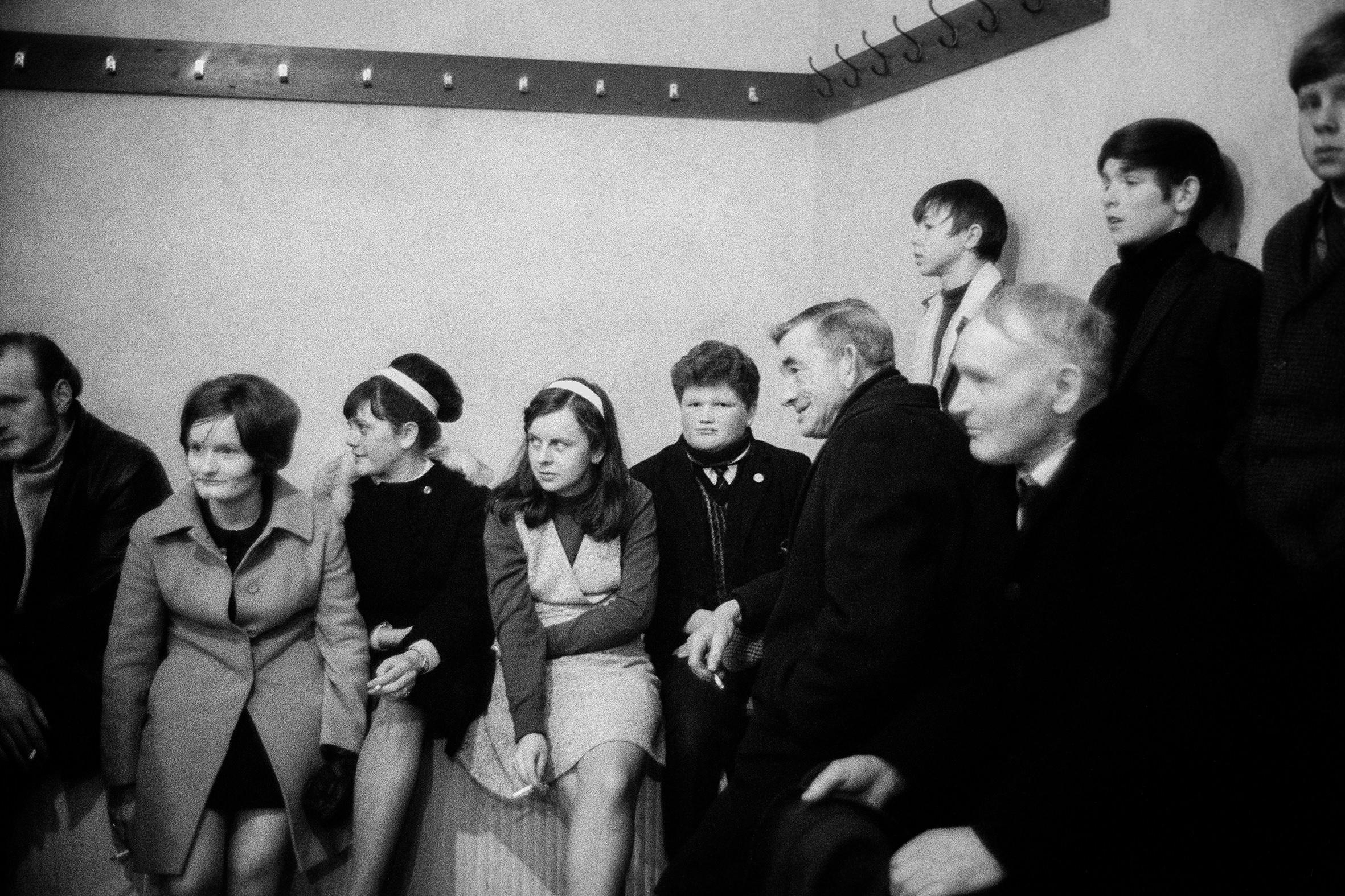 IRLANDA - 4 – Bernadette Devlin a un meeting cattolico, Londonderry, 1968