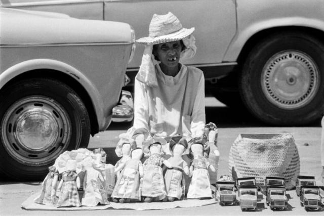041 Venditrice di giocattoli, Madagascar, 1979