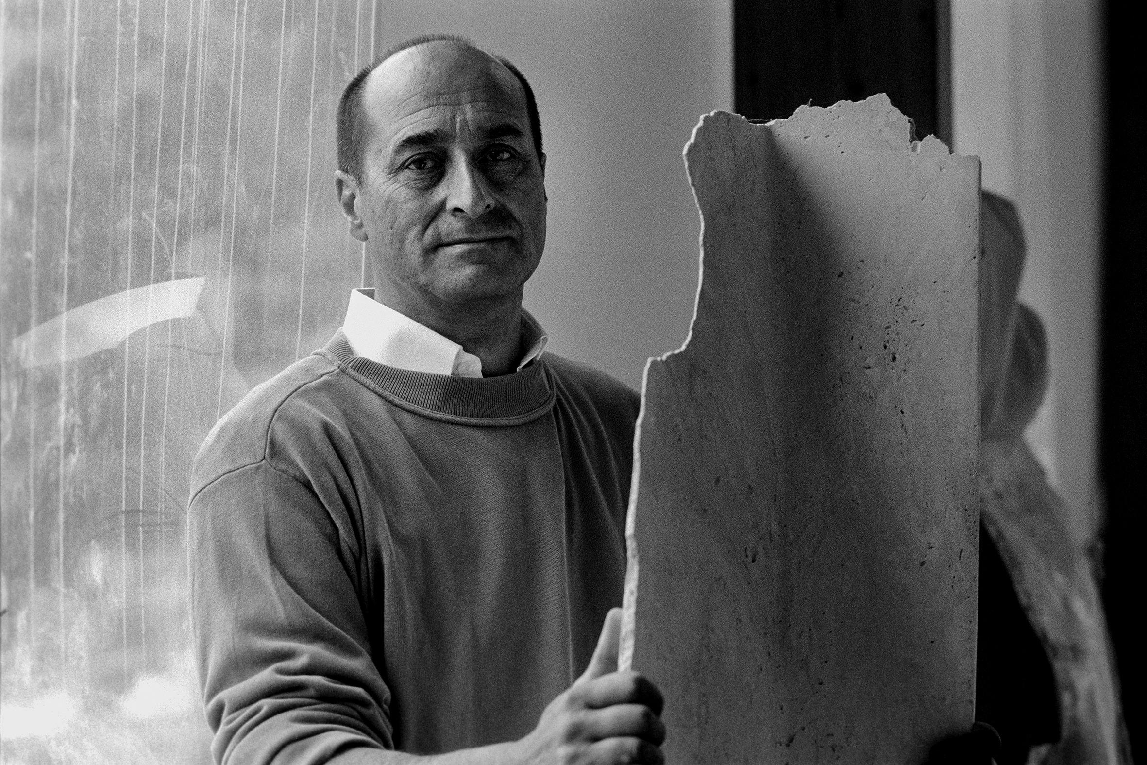ARTISTI - 6 – Giuliano Giuliani con una sua opera, Colli del Tronto, 2008