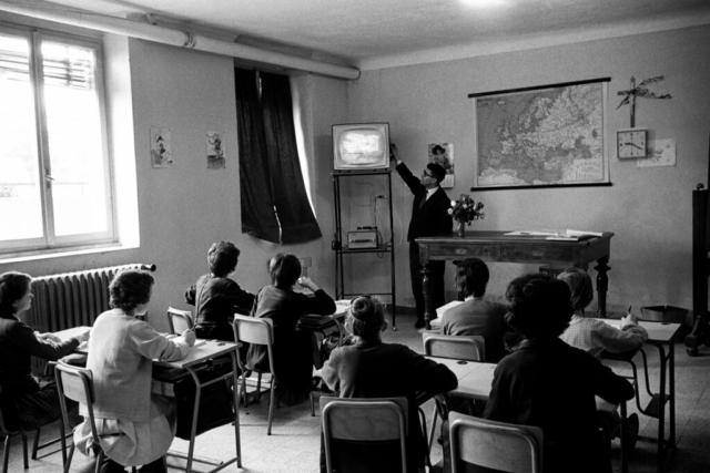 SCUOLA - 9 – Telescuola nella campagna di Reggio Emilia, 1964