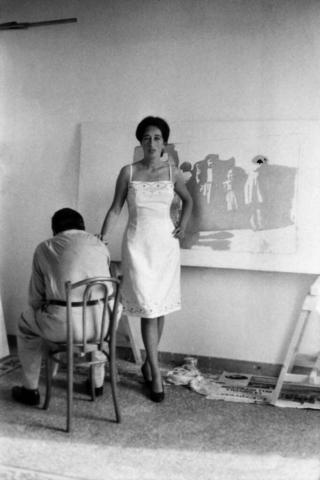 Giosetta Fioroni (1932) La pittrice nel suo studio Parigi, fine anni '50