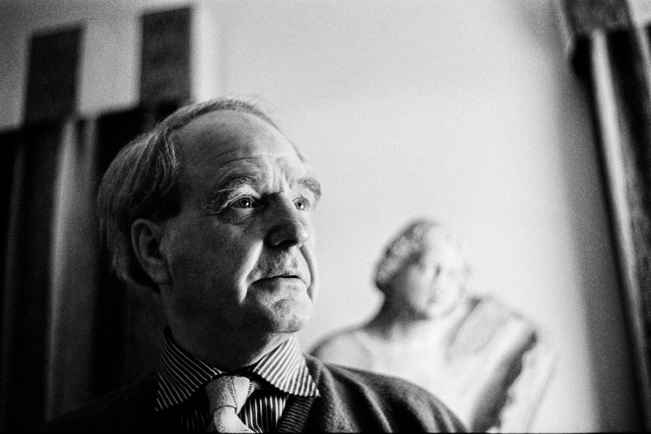 Henry Moore (1898-1986) Lo scultore nella sua casa nelle campagne inglesi Much Hadham, 1961