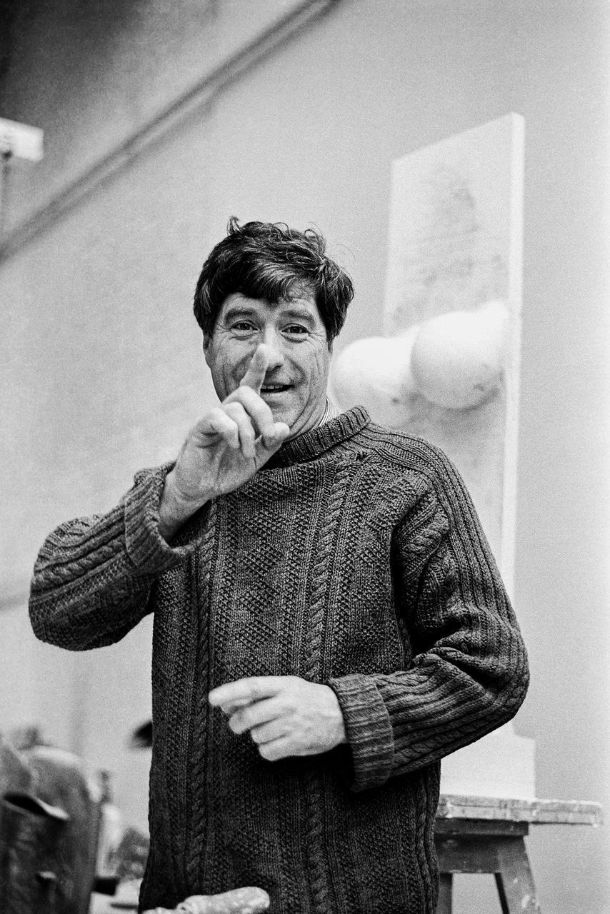 Kenneth Armitage (1916-2002) Lo scultore nel suo studio Londra, 1961