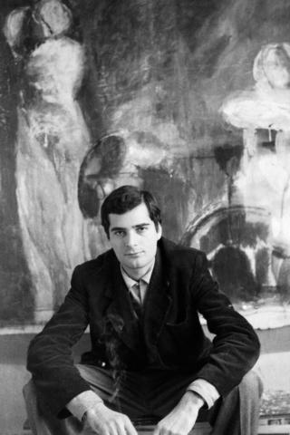 Ruggero Savinio (1934) Pittore davanti al suo quadro Parigi, 1962